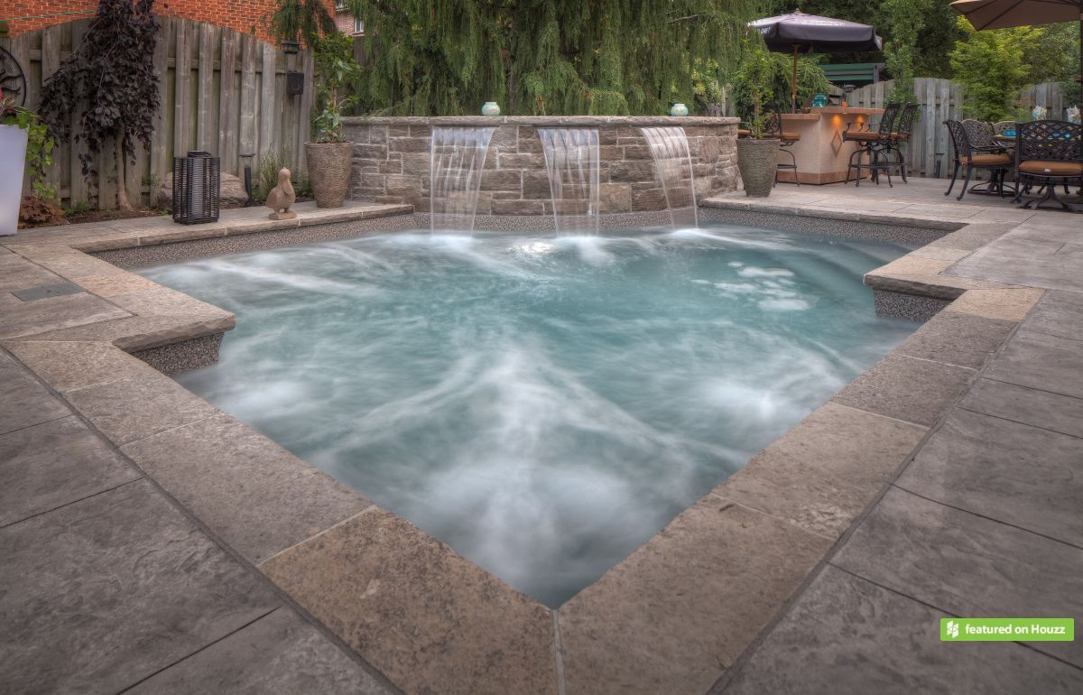 This Spa Pool Has A Shallow Depth From 3 1 2 To 6 Feet So