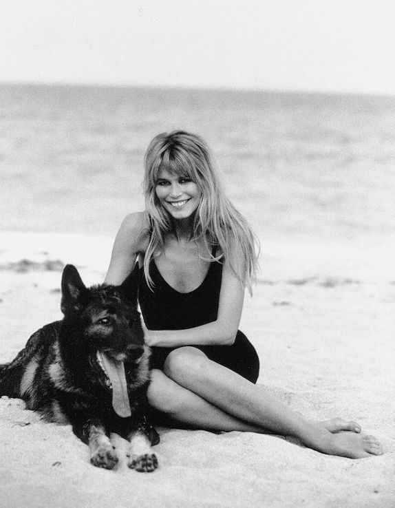 Claudia Schiffer And Dog Google Search German Sheperd Dogs Celebrity Dogs Peter Lindbergh