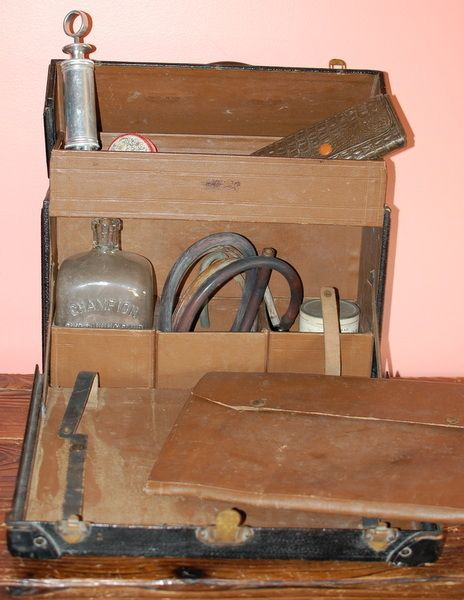 Antique FUNERAL HOME EMBALMING Case Kit Early 1900's Vintage