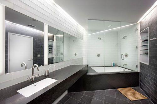 Decoratie Badkamer Muur : Loft badkamer met schuine muur bad loft bathroom en home decor
