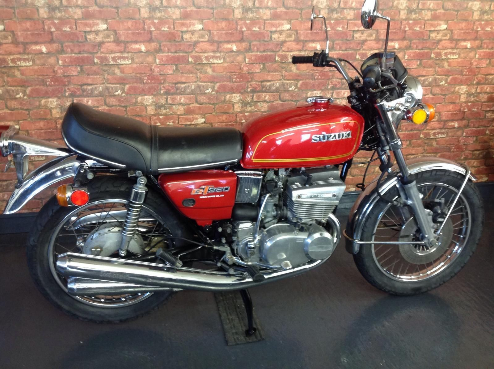 suzuki gt 380 m in candy gypsey red 1975 ebay this is. Black Bedroom Furniture Sets. Home Design Ideas
