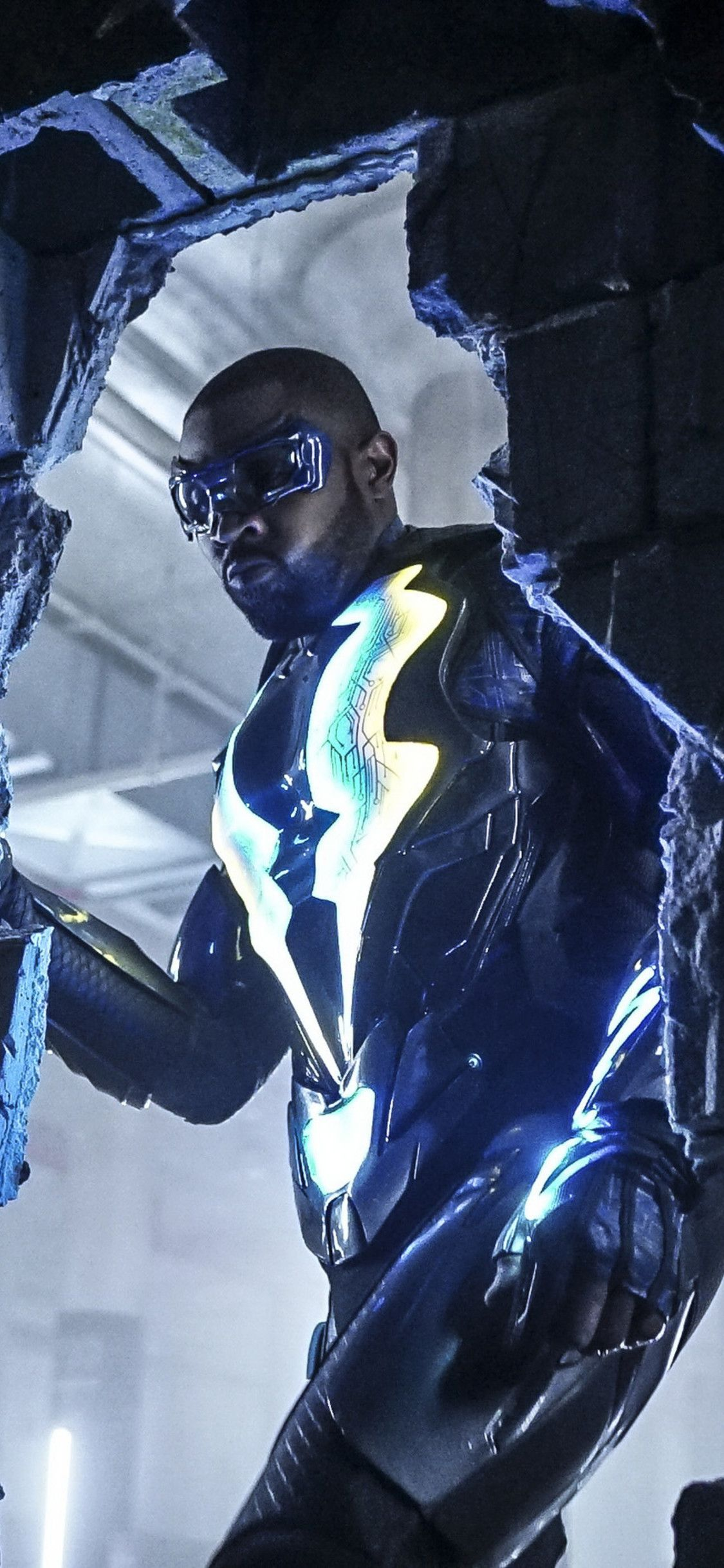 1125x2436 Cress Williams As Black Lightning Iphone Xs Iphone 10 Iphone X Hd 4k Wallpapers Images Backgrounds Photos Black Lightning Lightning Cress Williams