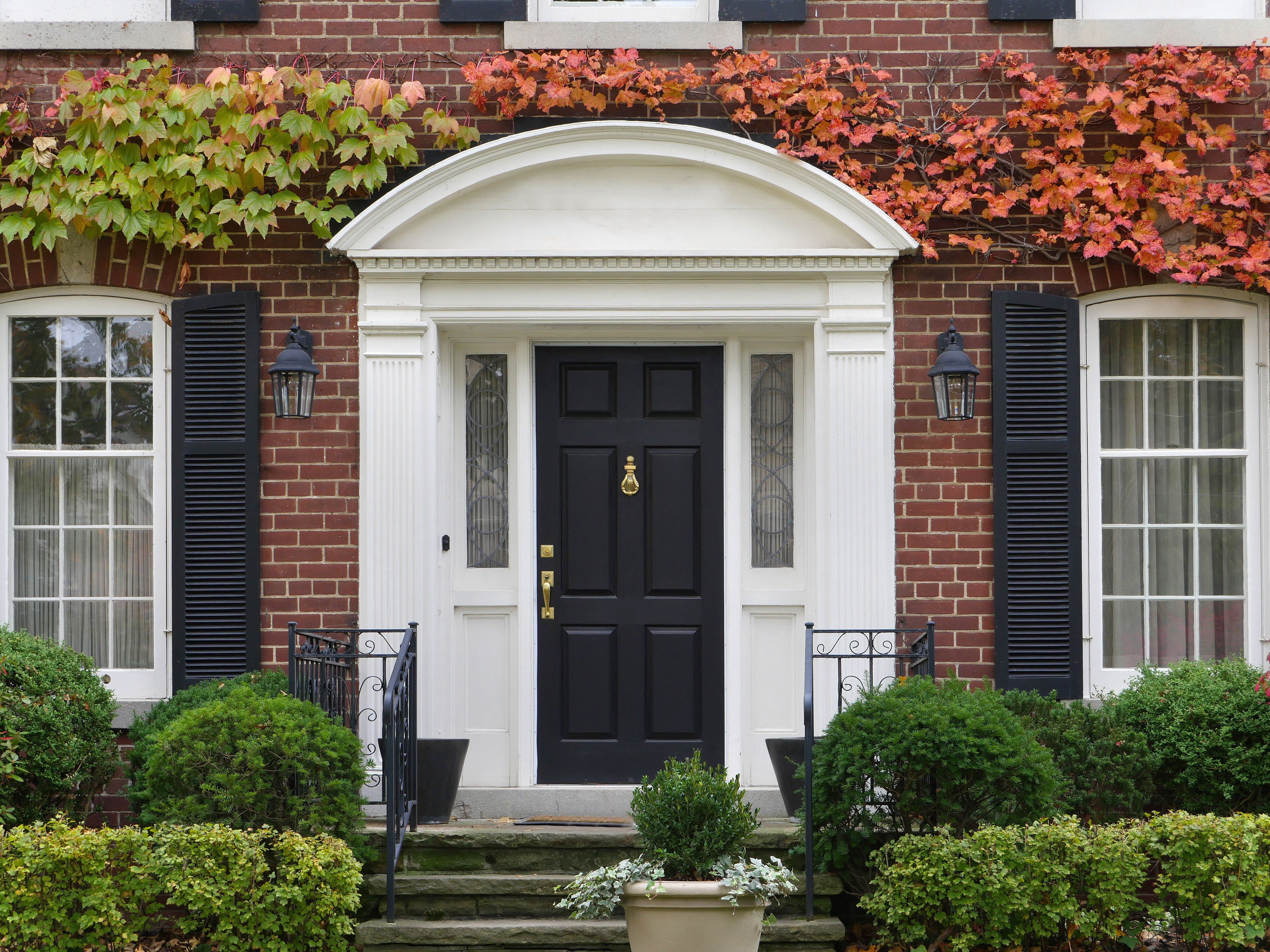 Pilasters Crossheads Dentil Trim And An Arch For Your Entryway The Diy Dream Easy To Install Low In Cost Front Door Trims Front Door Entryway Front Door