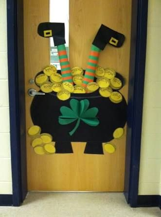 Classroom door decoration for March So cute! KinderCubs - preschool halloween decorations