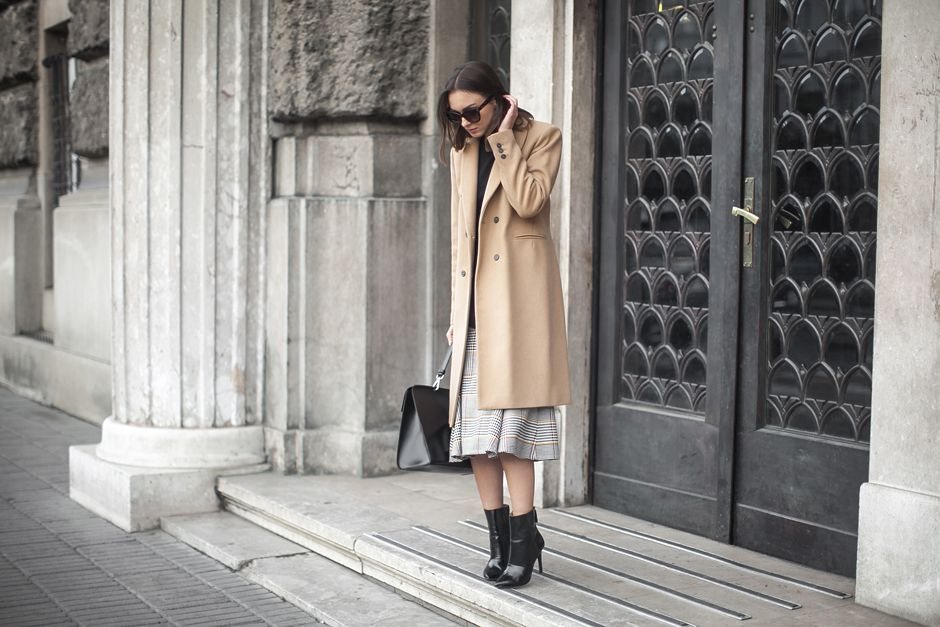 midi-skirt-ankle-boots-outfit-street-style