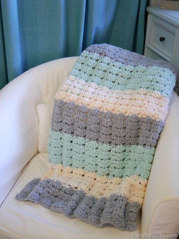 Easy Crochet Shell Stitch Blanket Pattern | Combinación de colores ...