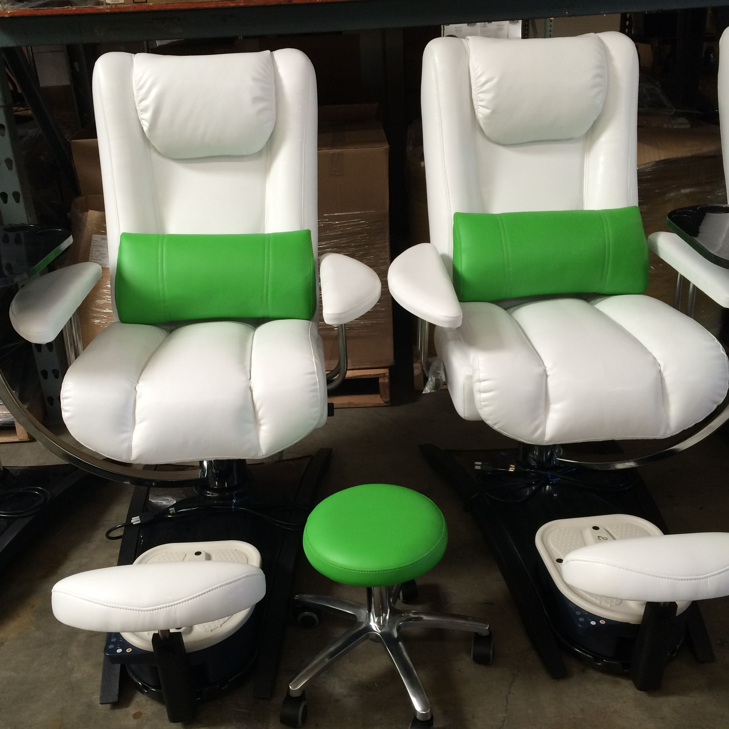 Green Nails In Sherman Oaks California Have Their Own Special Color Combination Of Embrace Chairs Beauty Salon Furniture Salon Furniture Furniture