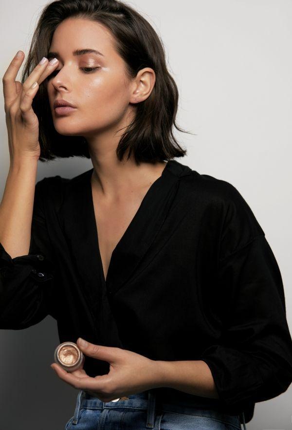 Photo of Beautiful gold eye shadow.  #beauty #makeup #eyeshadow,Beautiful gold eye shadow. #beauty #ma…
