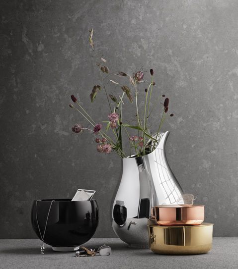 Love Georg Jensen design, here is the designer Ilse Crawford new collection. Sleek and elegant