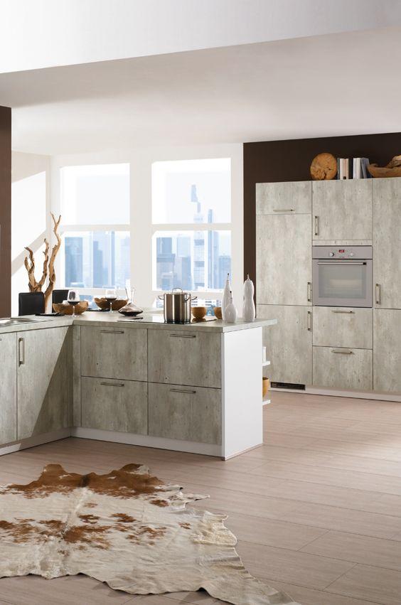 Küche im Beton Design Toll dazu eine Teppich aus braunem Rinderfell