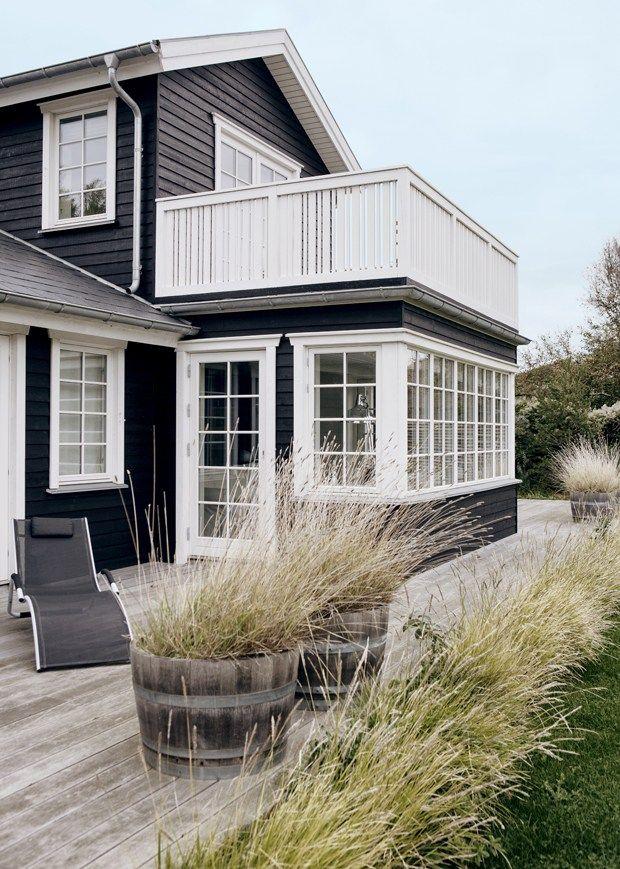 balkon mit streben nach oben haus. Black Bedroom Furniture Sets. Home Design Ideas