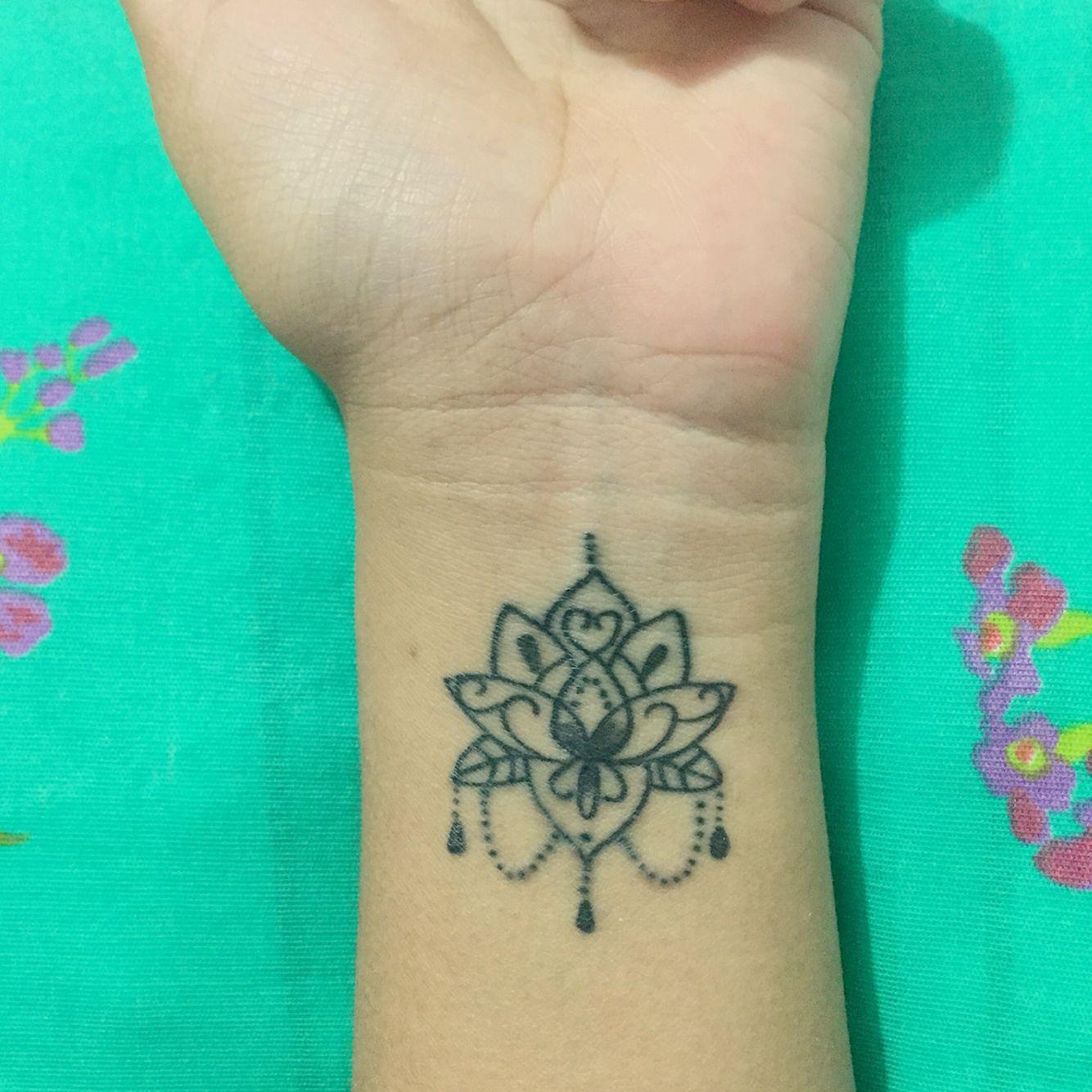 Tatuaje pequeo de flor de loto en la mueca tatuajes pinterest tatuaje pequeo de flor de loto en la mueca tattoo ideasvipgeekbeautifultattoossmall tattoolotus flowerirezumitattoo izmirmasajfo