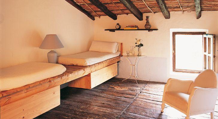 Si quieres que tu casa de campo se integre m s en el - Muebles para buhardillas ...