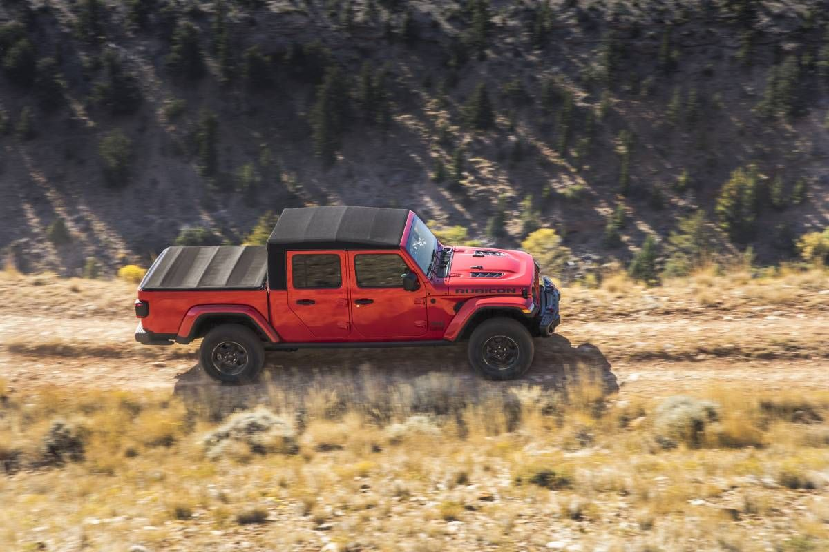 2020 Jeep Gladiator The Solid Axle Open Air Truck Of Your Dreams Gearjunkie Jeep Gladiator Gladiator Jeep Gear