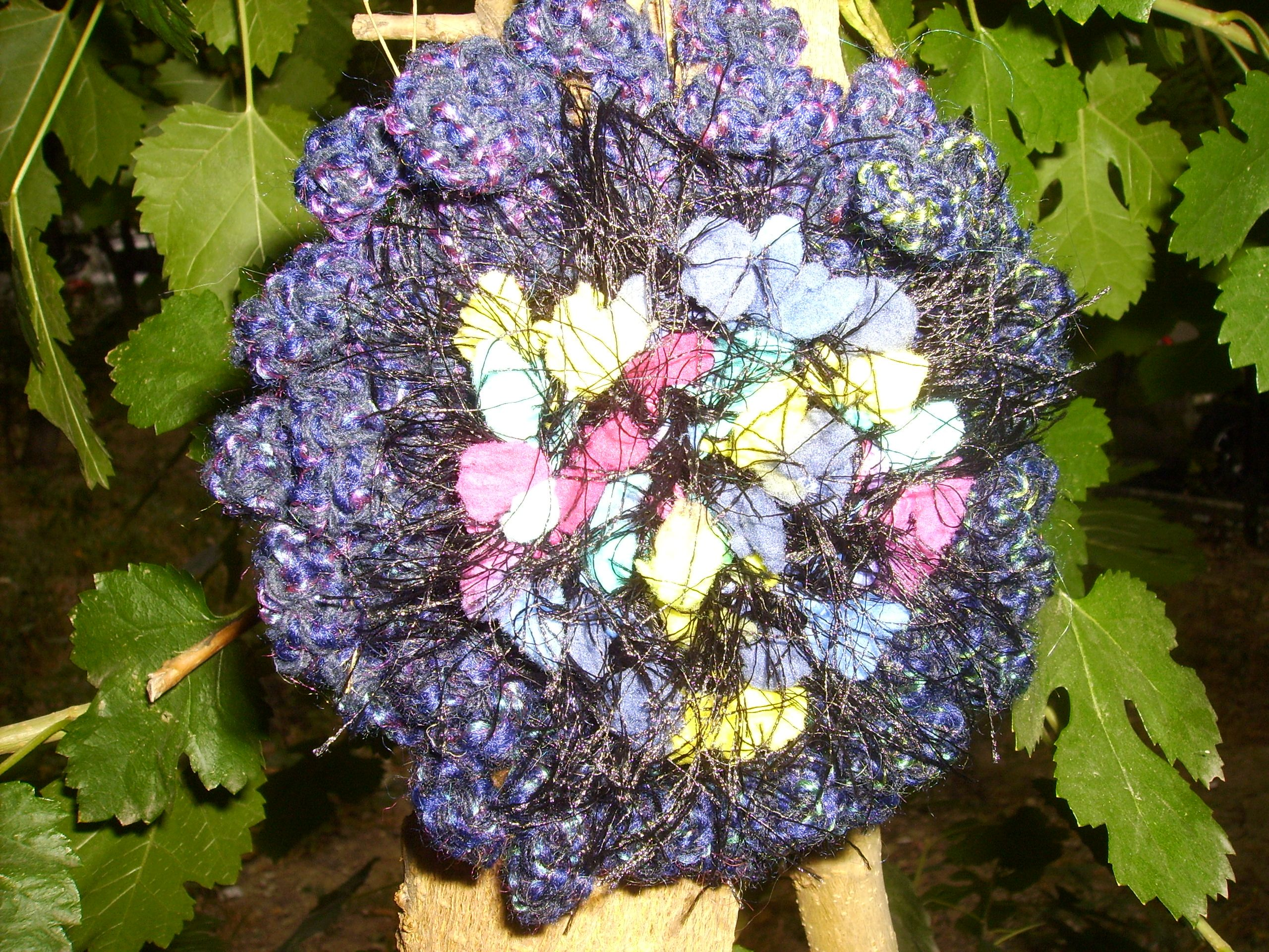 crocheted things pin flower bonthuishouden make brooch i nl