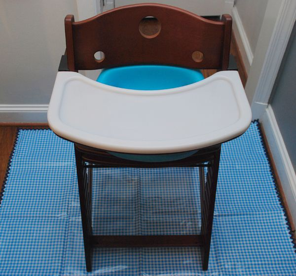 DIY Baby food splash mat for under highchair. Since we have carpet in our apartment I think this will be helpful. & DIY Baby food splash mat for under highchair. Since we have carpet ...