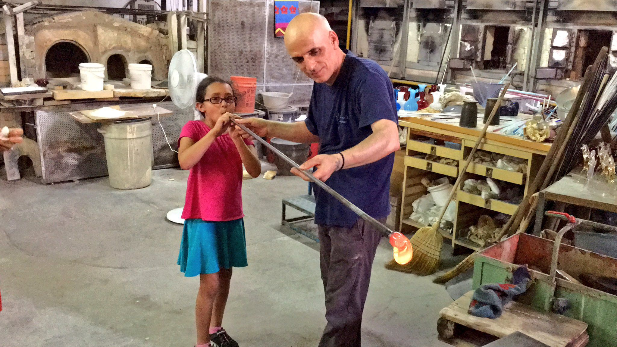 Visiting the world famous Signoretti glass factory in #Venice #Italy! https://t.co/XUC0vMAEyg