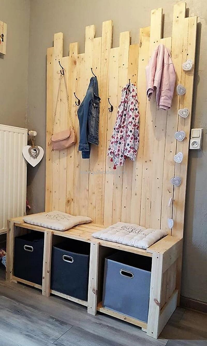 Hallway storage trunk   Superb Wood Pallet Carpentry Ideas  Wood pallets Pallets and
