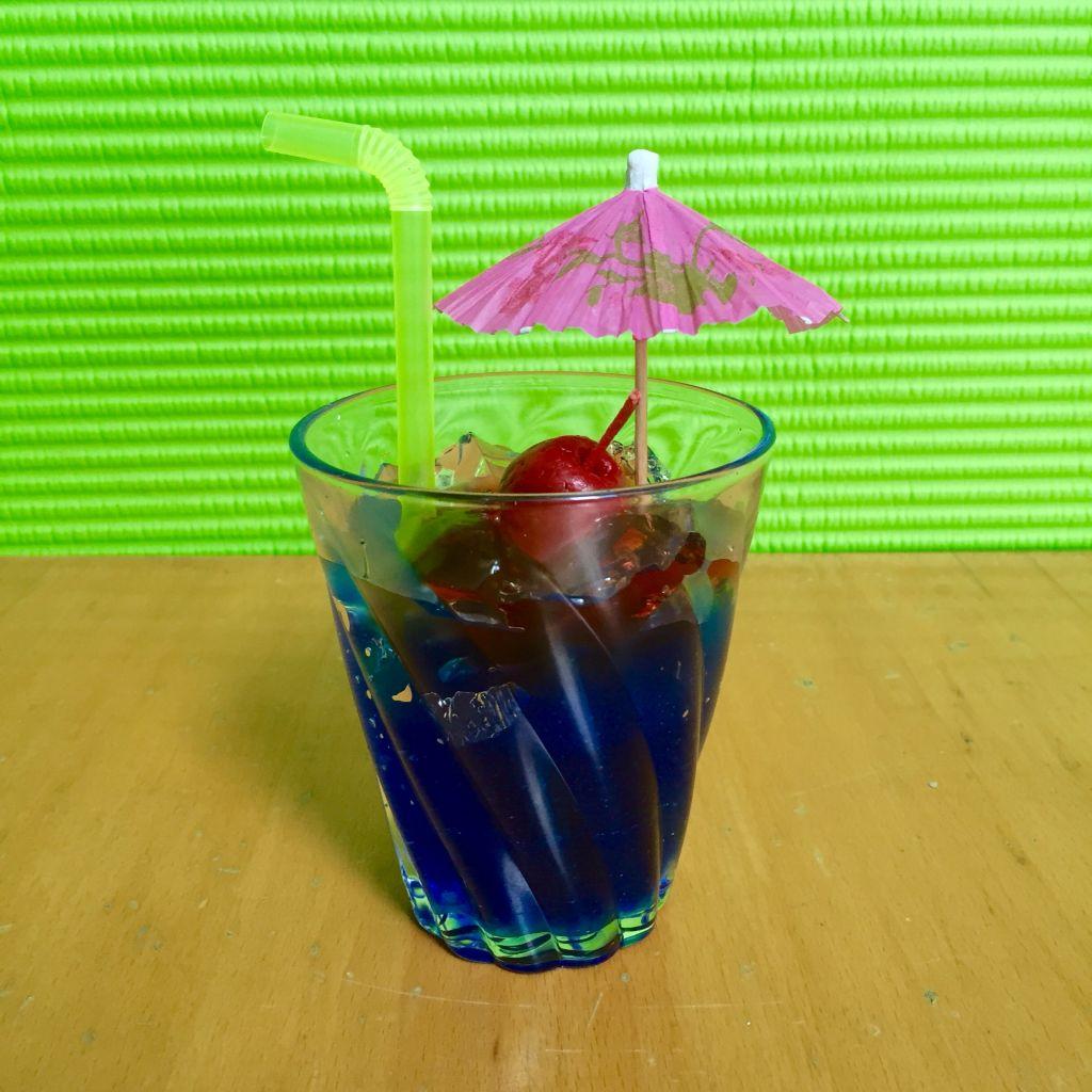 Coctel Curaçao azul. Vela con aroma a manzana. $120
