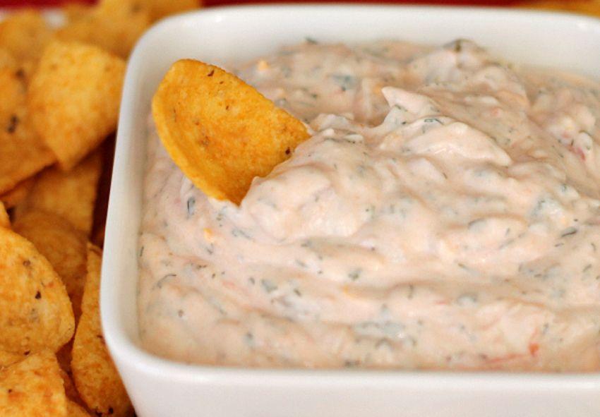 Cette Recette Facile De Trempette Mexicaine A La Creme Sure Est Absolument Parfaite Recipe Sour Cream Dip Recipes Sour Cream Dip Mexican Sour Cream
