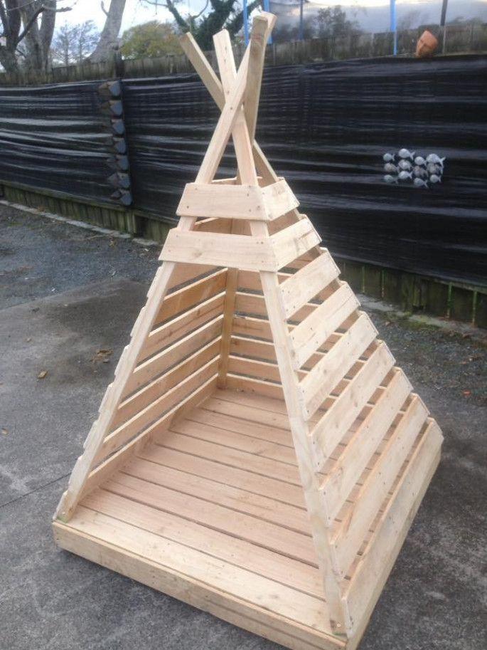31 Indoor Woodworking Projects to Do This Winter #diytattooimages #gartenideen Palettenprojekt für Kinderspielhaus #gartenideen
