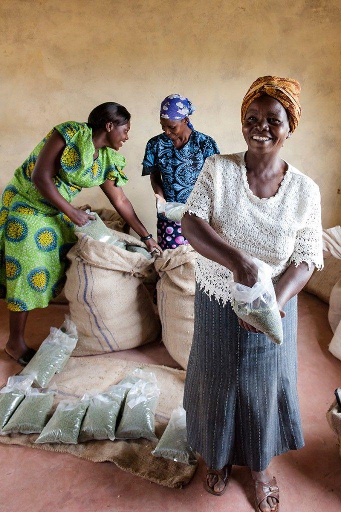 This Farmer Field School in Kenya teachers women who to
