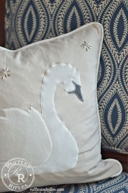 Pottery Barn Inspired Swan Throw Pillow With A Free Template Pillows Throw Pillows Pottery Barn Inspired