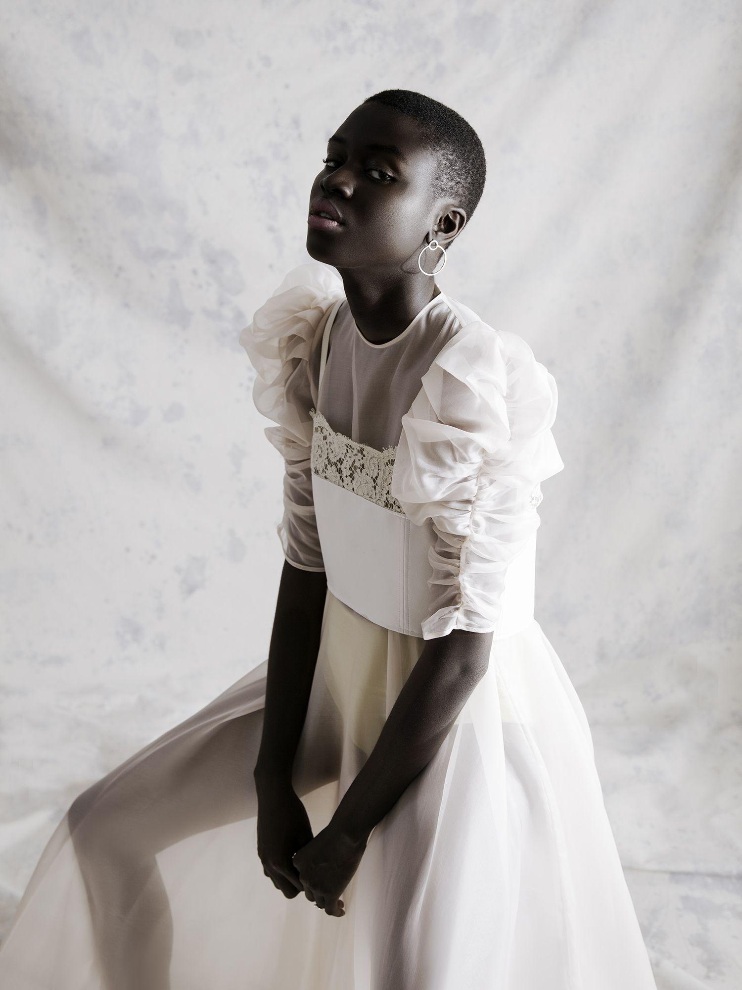 A SOFT TOUCH / PAOLA LEONARDI | Fashion Editorial: Blanche