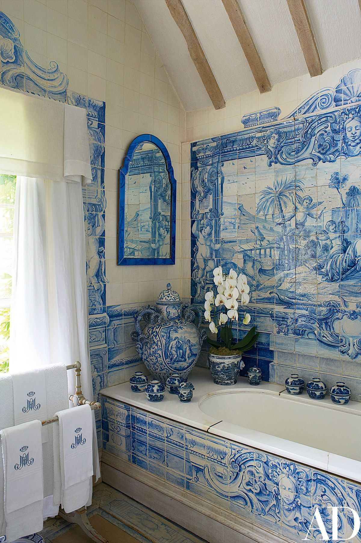 Designer Anouska Hempel S Historic Manor In The English Countryside Architectural Digest Blue Decor Blue White Decor White Rooms