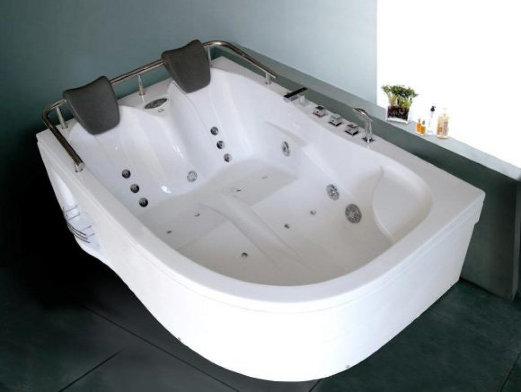 Awesome White Bathtub With Jets Air And Bath Pillow Ideas