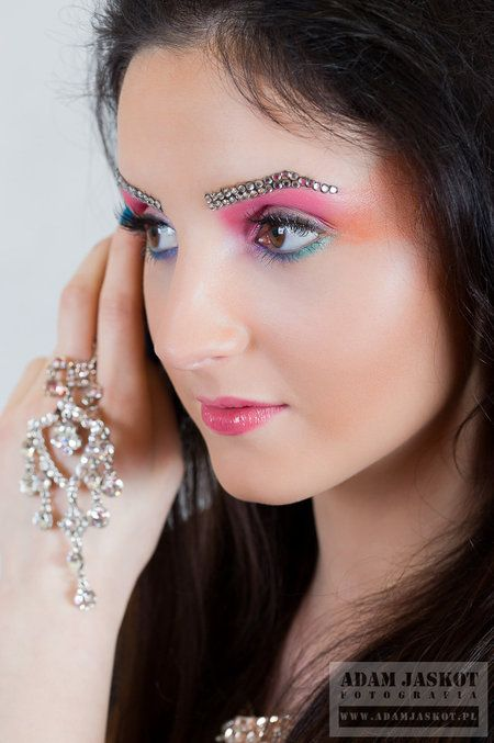 Pretty Spring Makeup Look #bright #neon #eyemakeup