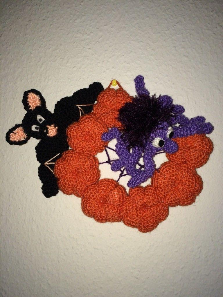 Kostenlose Häkelanleitung Halloween Dekokranz Türkranz Spinne