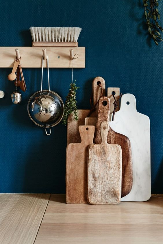 Salle à manger \u2013 Vintage French Chopping Bread Board in Kitchen