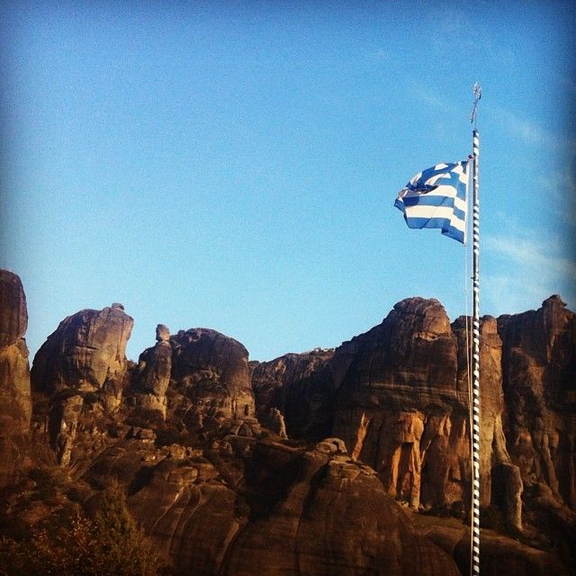 mcdharding #greece #meteora #greekflag #flag #sky #cliffs #hiking http://instagram.com/p/icNRu8O7kV/