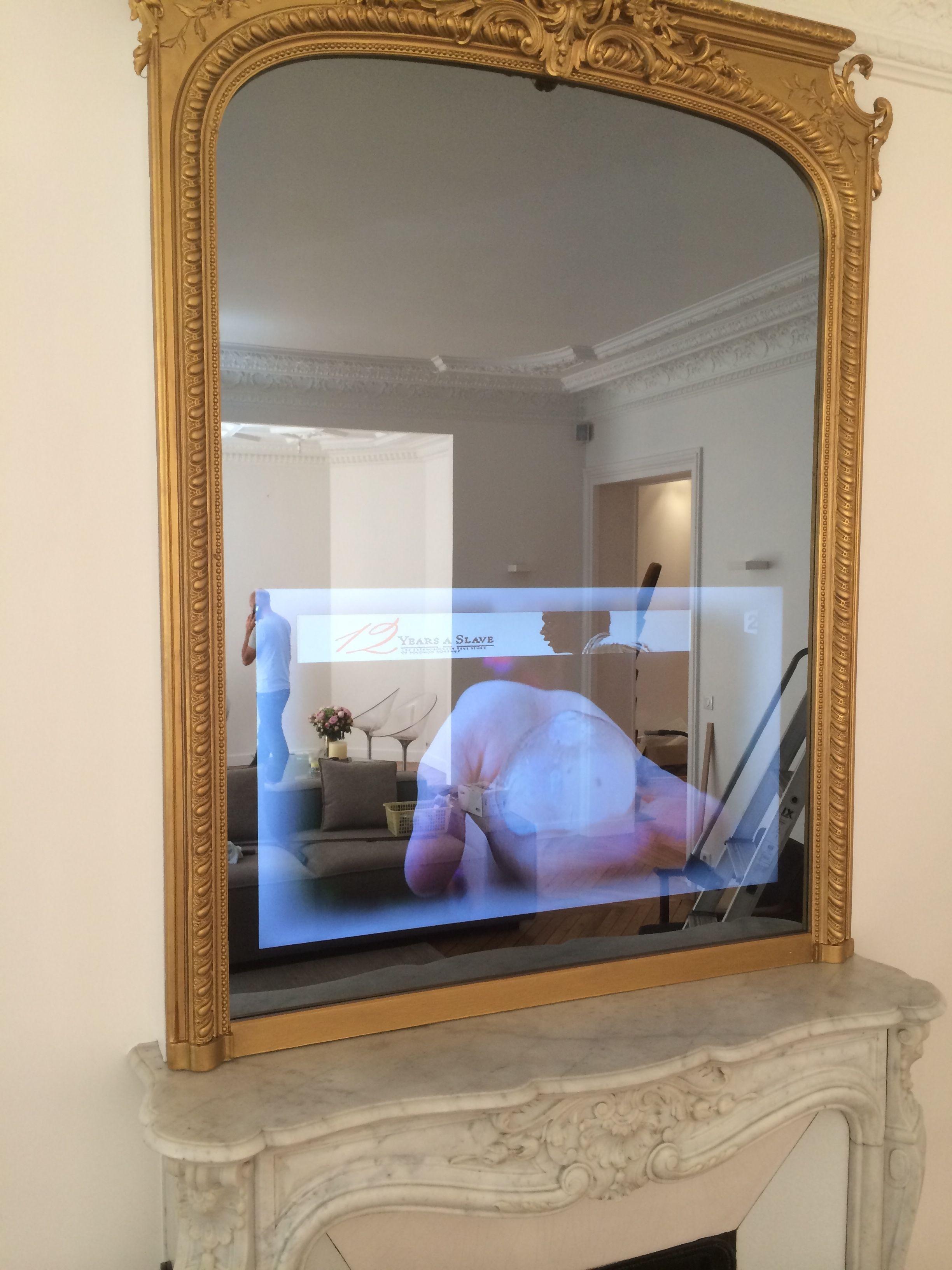 Le Trumeau A Ete Restaure Le Miroir D Origine A Ete Remplace Par Un Miroir Tv So Concept Le Trumeau Est Devenu Un Veritable Meuble Miroir Tv Cadre Tv Miroir