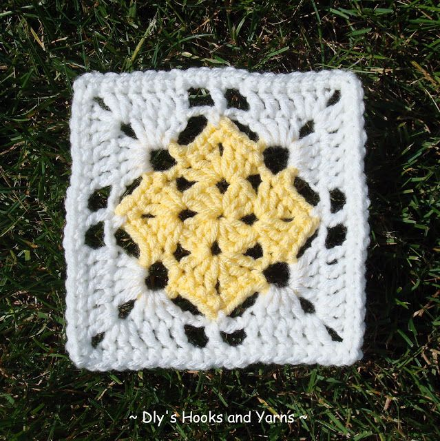 Dly\'s Hooks and Yarns ~: ~ square in a square ~   Cuadros crochet ...