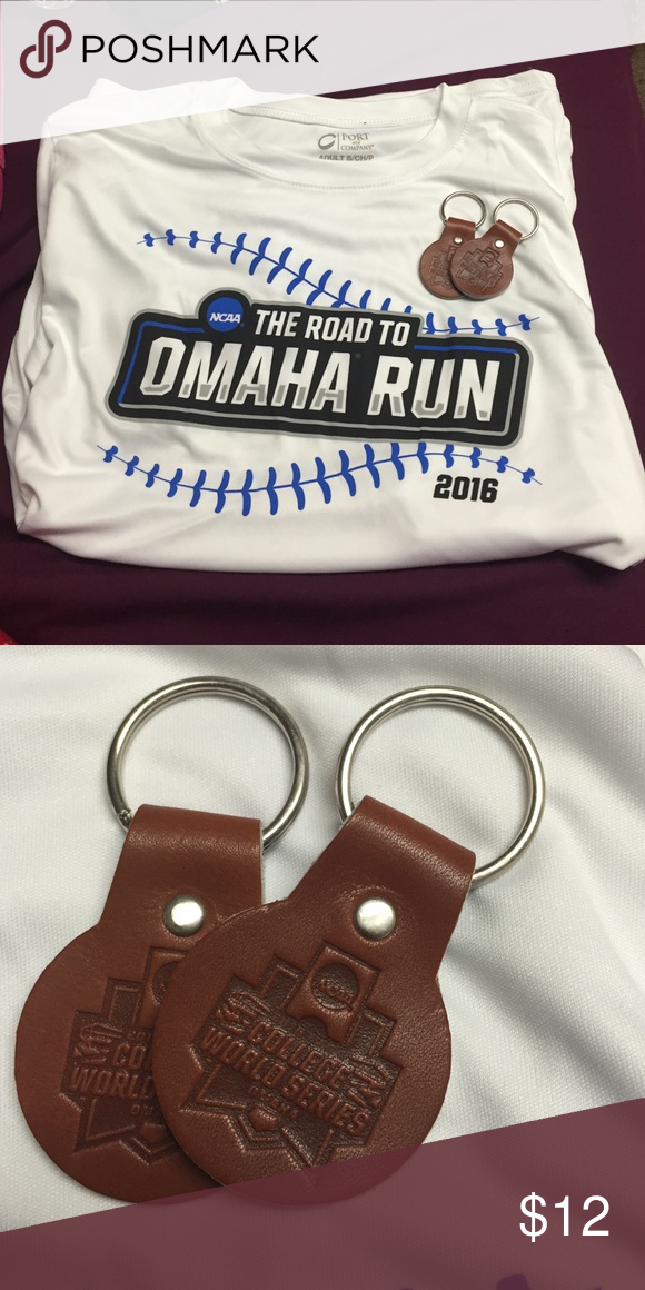 College World Series tshirt and key chains Brand new never worn! Unisex adult small Nike Tops Tees - Short Sleeve