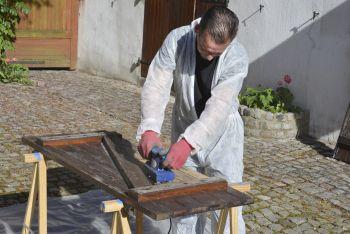 Comment rénover les volets de la maison même vieux et abîmés   Vieux volets en bois, Volet bois ...