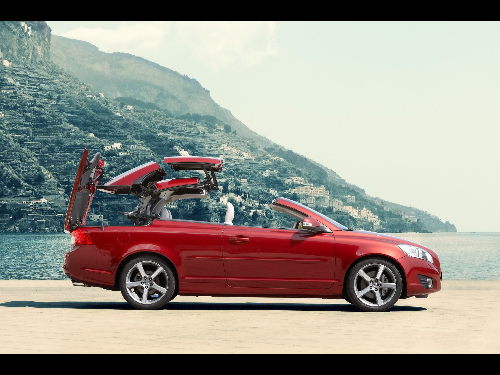 2010 Volvo C70 - Flaco Red Retractable Hardtop Folds Away ...