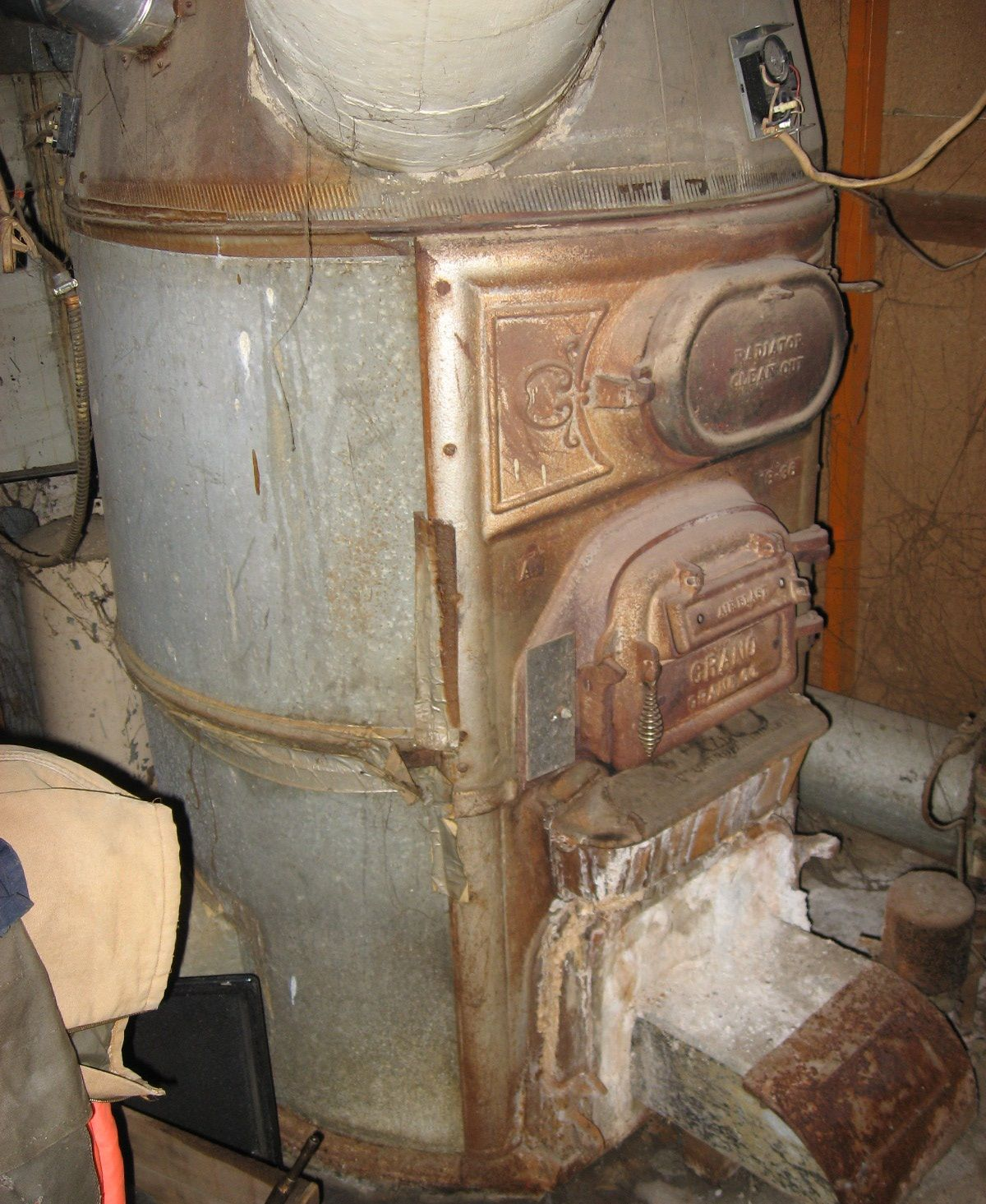 Old Furnace Ashx 1200 1465 With Images Furnace Replacement Furnace Antique Stove