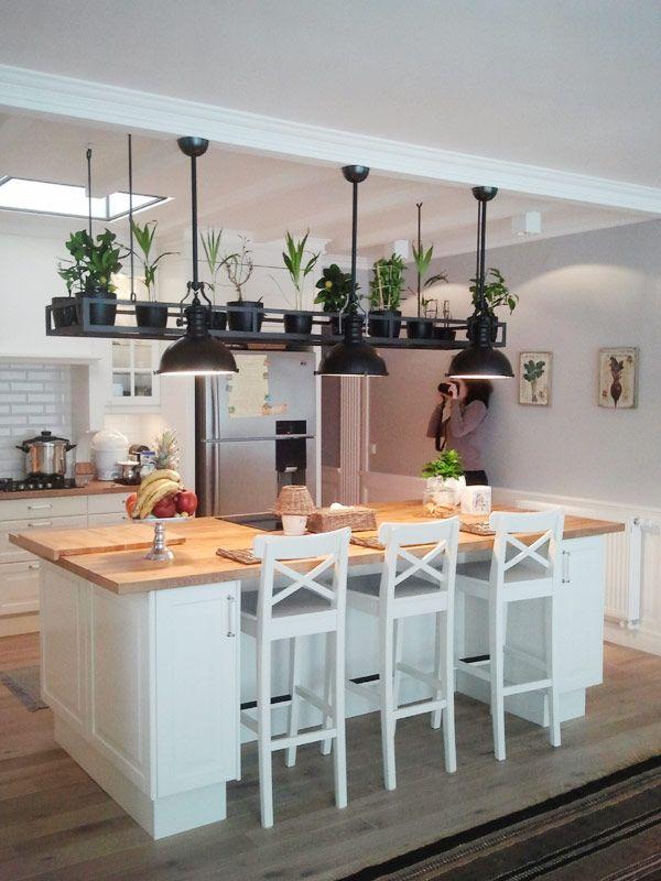 Biała kuchnia z wyspą - Inspiracja - HomeSquare #wohnungküche