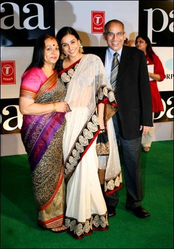At the Paa premiere..a very special Sabyasachi saree for Vidya balan she says she welcomed change and goodness into her life with it.