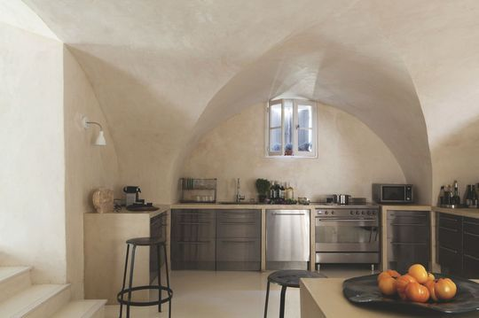 Maison rénovée moderne dans le Lubéron | Earthship, Cave and Kitchens
