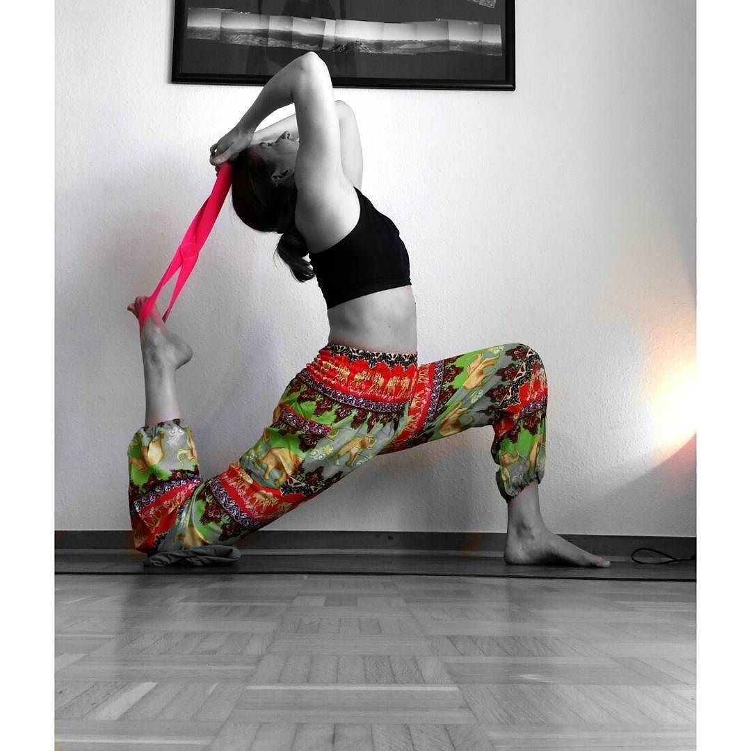 #FlexiStraps @arigador @ainania_ainania #igyogis#igyogis#yogi#omgirl #SpinalDreams #fitflowchallenge #yogini #yogattabescary #yoga#yogajourney#yyc#yycyoga #yogaeveryday#igyoga#flexibility #fitmom #yogaeverywhere#instayoga#inspo#yogaaddict #vinyasa#calisthenics #yogaeverydamnday #bbg#bbggirls#blogilates#fitlondoners #calisthenicsmovement#yogadeutschland #bbgcommunity by yogi_debby