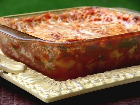 Homemade Microwave Lasagna:  ricotta cheese   baby spinach,   mozzarella cheese   grated Parmesan cheese  marinara sauce     no-boil lasagna noodles   12 to 20 MINUTES