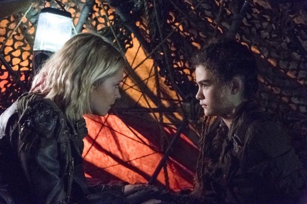 Clarke and Madi in 5x06