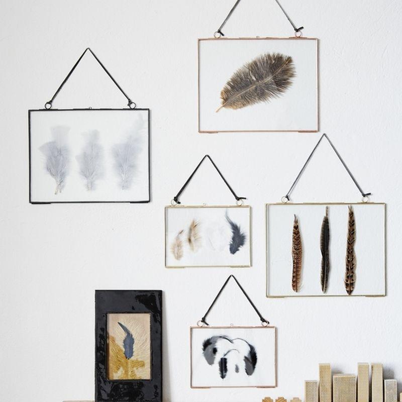 cadre photo m tal et verre suspendre de la marque madam. Black Bedroom Furniture Sets. Home Design Ideas