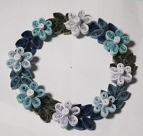 This quilled pattern flower wreath is mainly created by for Quilling strips designs
