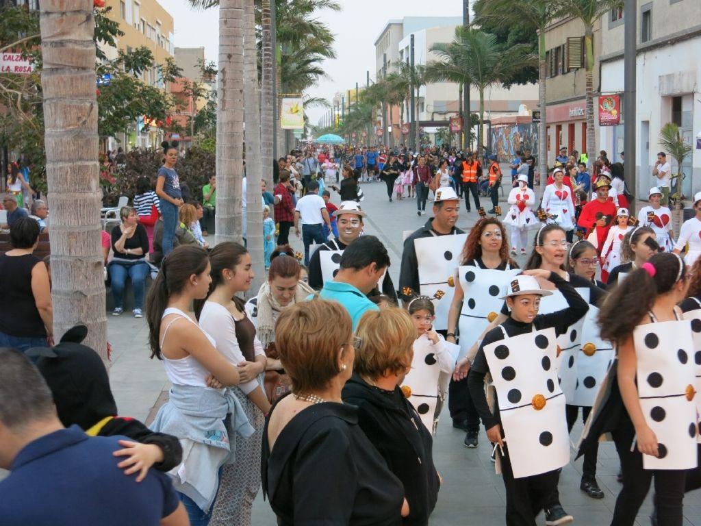 Grupo Mascarada Carnaval: En Vecindario  el Mogollón y la Quema de la Sardin...