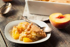 How to Make an Easy Peach Cobbler Using Cake Mix #peachcobblercheesecake